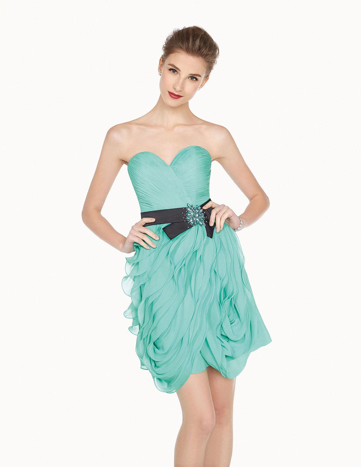Vestito Azzurro Matrimonio : Scopri i look da invitata a un matrimonio nei colori