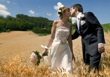 Matrimonio in estate: consigli anti caldo per lei e lui