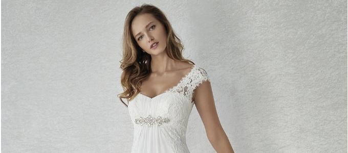 Abiti da sposa per donne basse: cosa indossare per sembrare più slanciate
