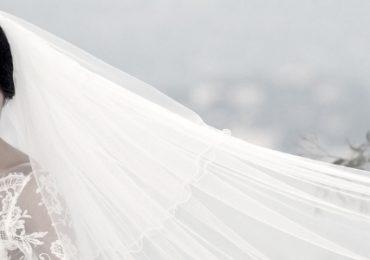 Adattare il velo da sposa al viso: come fare